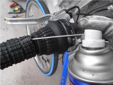 自転車ブレーキ交換。グリップの取り外し。