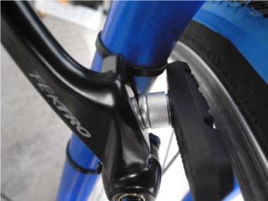 自転車のブレーキ交換。ブレーキのスペーサー。