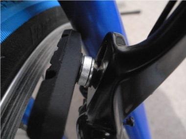 自転車のブレーキ交換。ブレーキの設置。