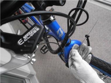 自転車のブレーキ交換。インナーワイヤーのカット。
